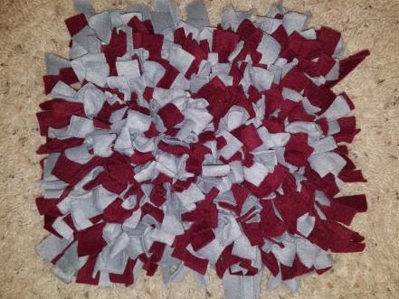 Gray and maroon snuffle mat
